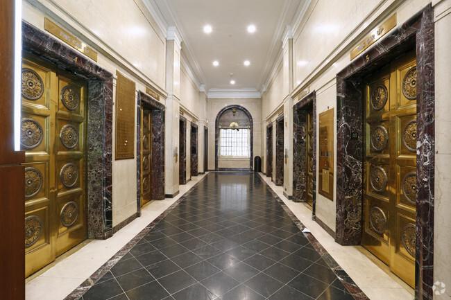 B2020 Jewelry District Hallway