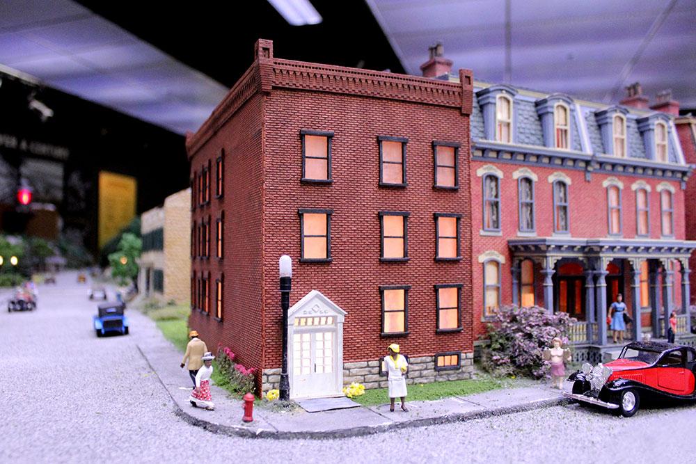 Daisylampkin House Miniature Railroad & Village Nov 2020 9438