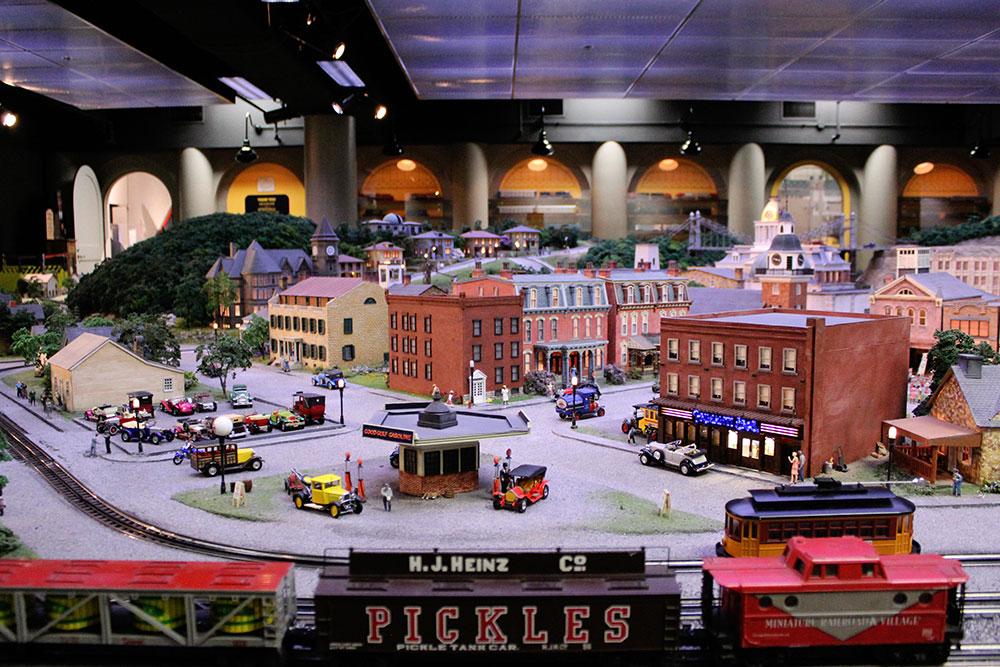 Daisylampkin House Miniature Railroad & Village Nov 2020 9459