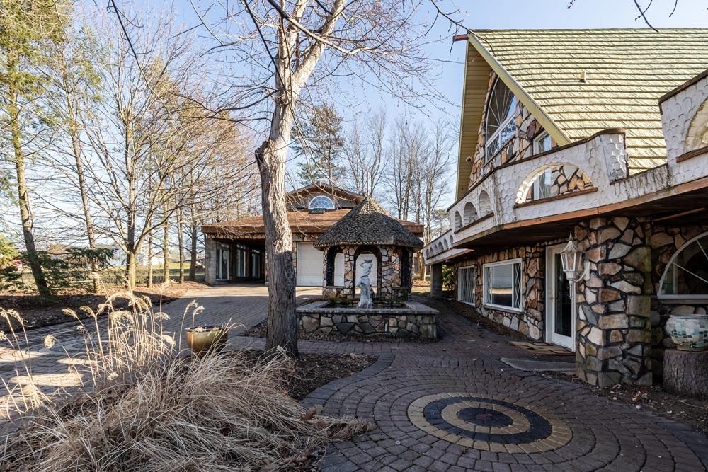 Fronkokcourtyard